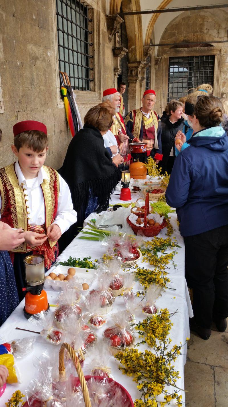 Radionica tradicionalnog penganja jaja i pletenja poma – Udruga Dubrovački primorski svatovi