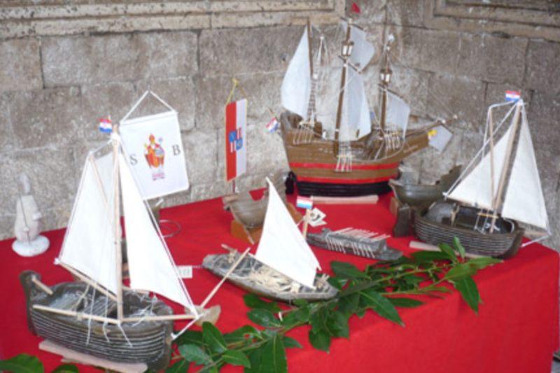 Souvenir - Segelschiff aus Wachs Karaka