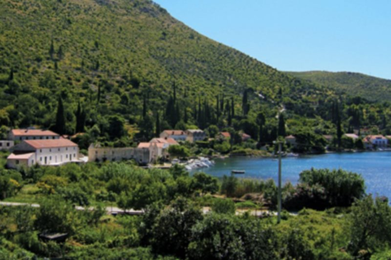 Brass band Zaton and Dubrovnik littoral wedding association folklore group