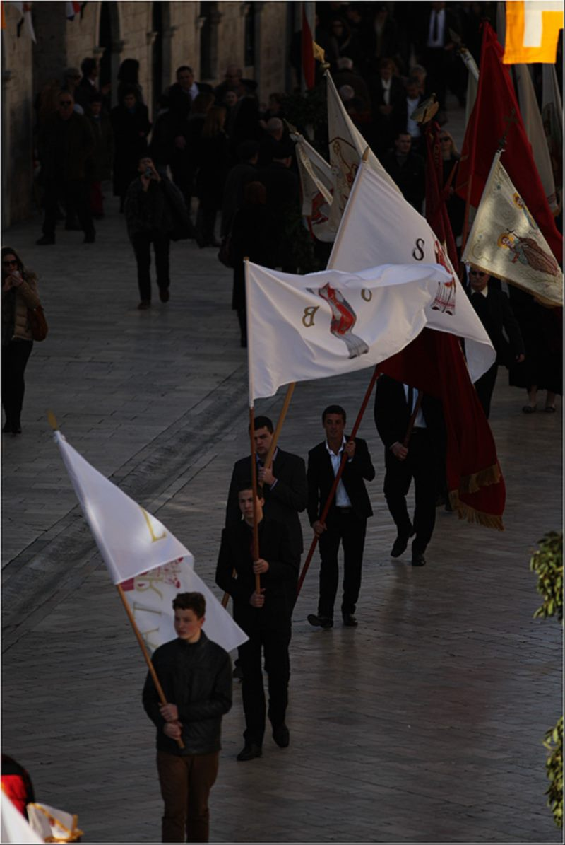 Gathering of banners and pilgrims and walk to Gorica