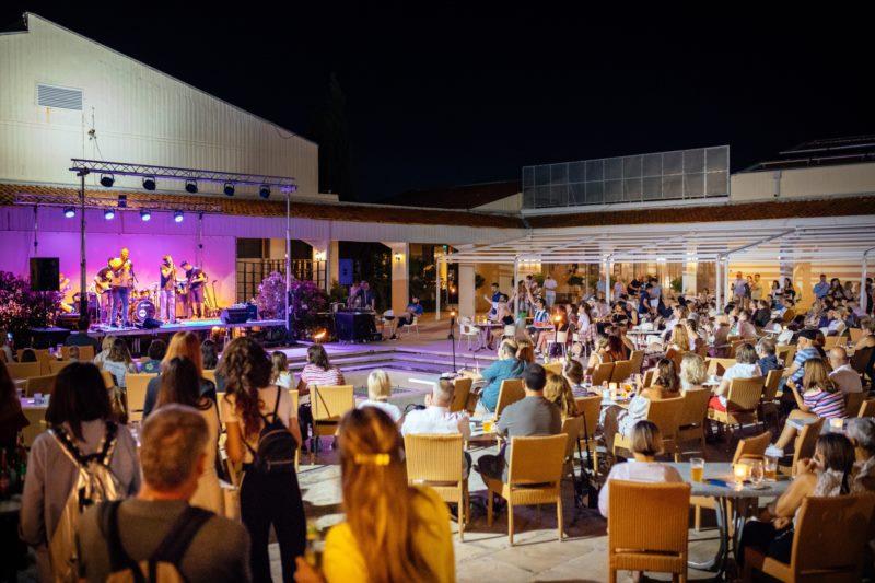 BEATLES TRIBUTE BEND - concert
