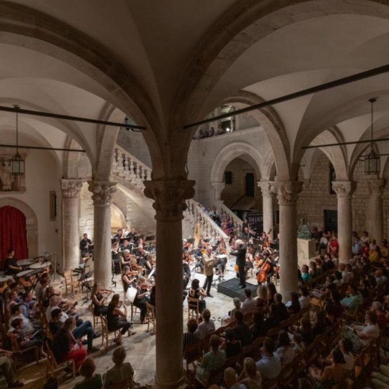 Dubrovnik Symphony Orchestra   Nil Venditti, conductor   Marijan Đuzel, piano