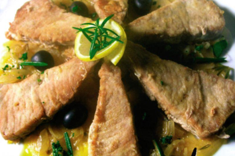 Atún marinado