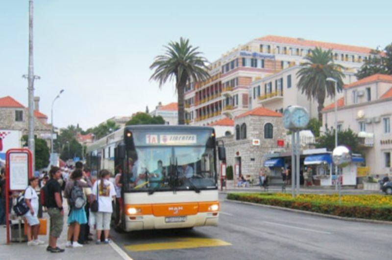 En autobus en ville