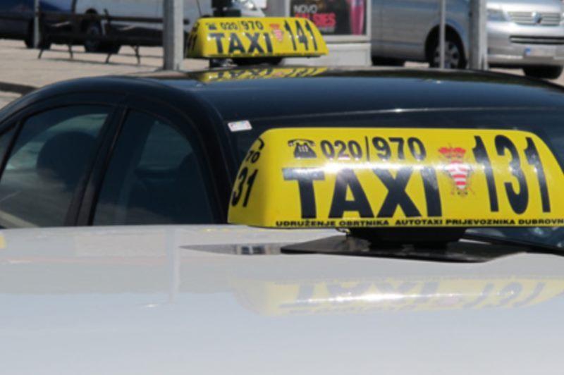 En taxi à travers la ville