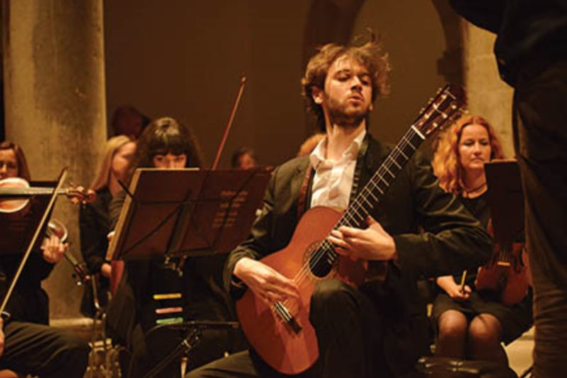 DSO / Marc Tardue, conductor / Petrit Çeku, guitar: Spanish program