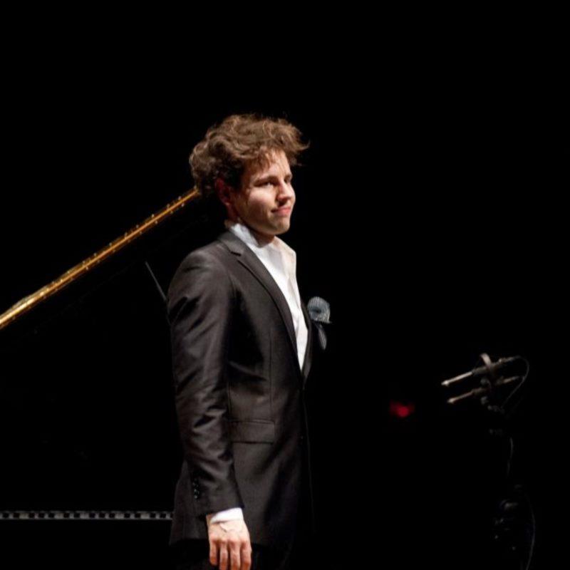 Aljoša Jurinić, piano