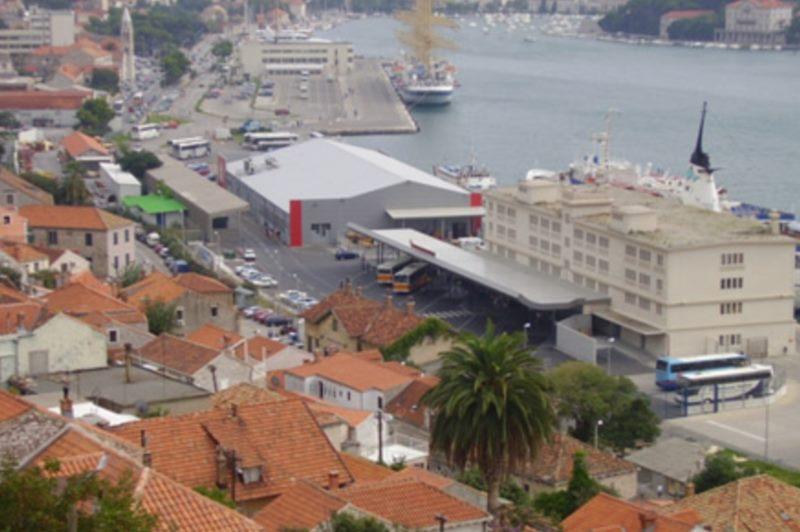 グルージュ港の駐車場