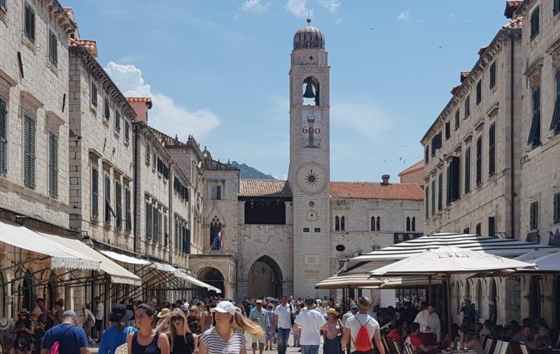 Лужа и городская колокольня